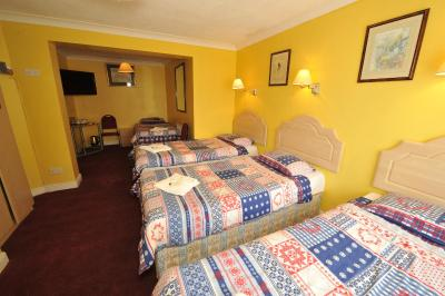 Acton Town Hotel - Laterooms