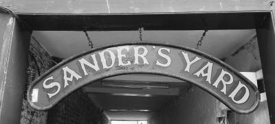 Sanders Yard - Laterooms
