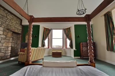 Broomhall Castle - Laterooms