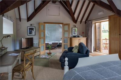 Tudor Farmhouse Hotel - Laterooms