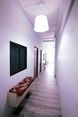 Moni Gallery Hostel - Laterooms