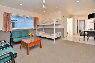 Auckland Northshore Motels & Holiday Park - Laterooms