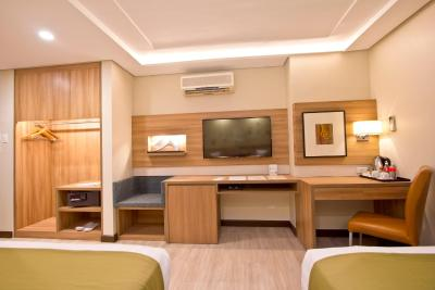 Crown Regency Makati - Laterooms
