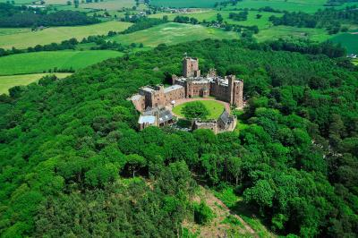 Peckforton Castle - Laterooms