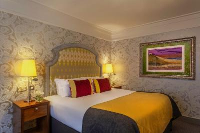 Clontarf Castle Hotel - Laterooms