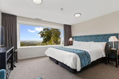 Auckland's Waitakere Estate - Laterooms