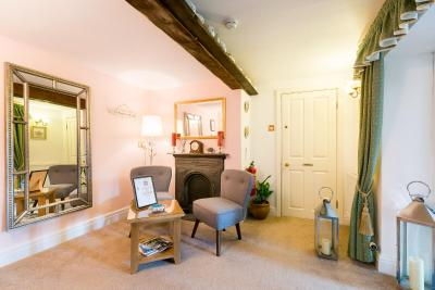 Middle Holly Cottage - Laterooms