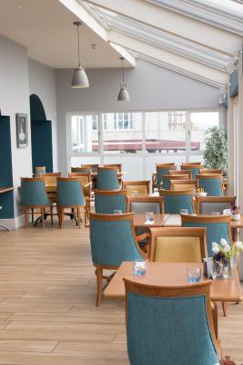 WatersEdge Hotel - Laterooms