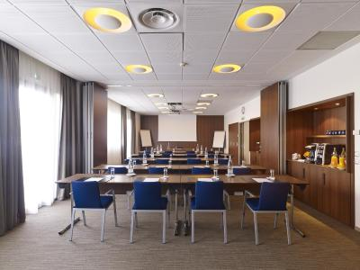 Holiday Inn Express TOULOUSE AIRPORT - Laterooms