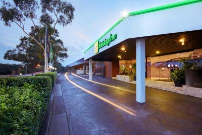 Holiday Inn WARWICK FARM - Laterooms