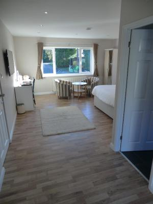 Coombe Dale Accommodation - Laterooms