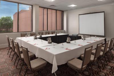 Crowne Plaza Hotel DALLAS-MARKET CENTER - Laterooms