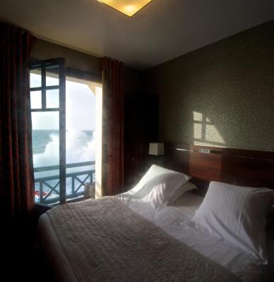 Hotel Ambassadeurs - Laterooms