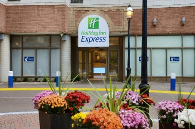 Holiday Inn Express TORONTO DOWNTOWN - Laterooms
