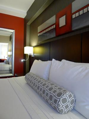 Crowne Plaza MONTREAL AIRPORT - Laterooms