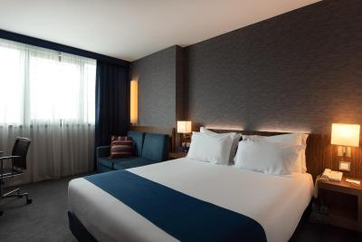 Holiday Inn Express Lisbon Airport - Laterooms