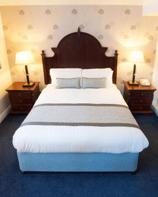 De Vere Tortworth Court - Laterooms