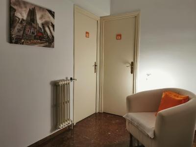Barcelona City Street Hostal - Laterooms