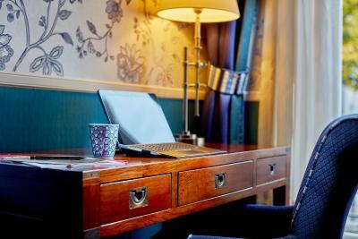 Carlton Ambassador Hotel - Laterooms