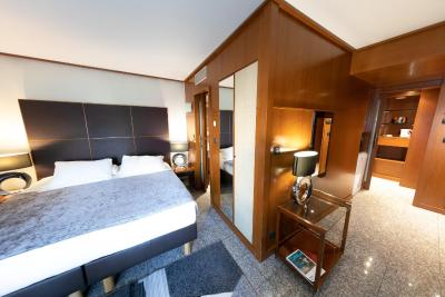 Goldstar Resort And Suites - Laterooms