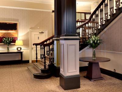 Macdonald New Blossoms Hotel - Laterooms