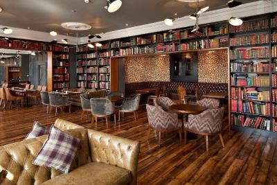 Ambassador Hotel & Health Club - Laterooms