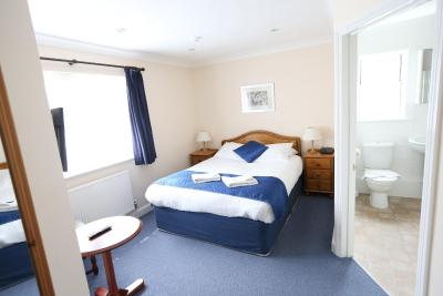 Gatwick Corner House Hotel - Laterooms