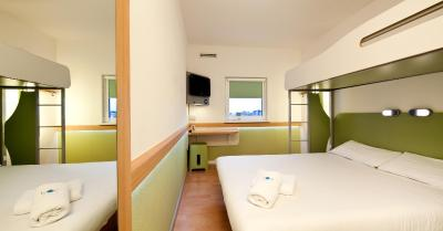 ibis budget Warrington Lymm Services - Laterooms