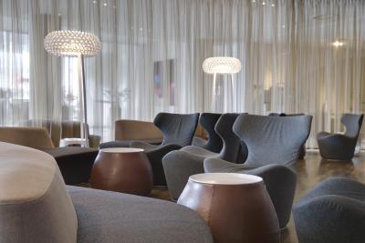 Radisson Blu Hotel, Hamburg Airport - Laterooms
