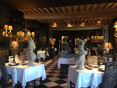 Hotel De La Tour Cocooning Et Gastronomie - Laterooms