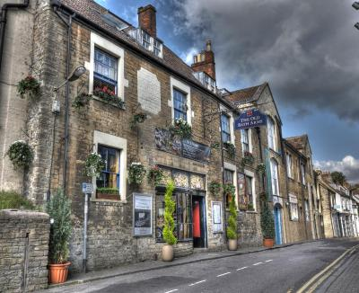 The Old Bath Arms Hotel - Laterooms