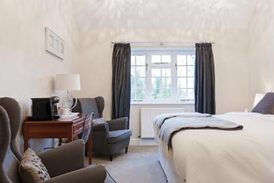 Hurtwood Inn Hotel - Laterooms