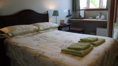 Acer Lodge Guest House - Laterooms