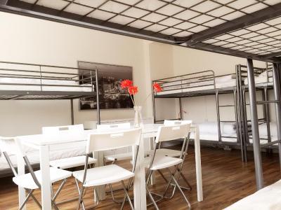 MAC City Hostel - Laterooms