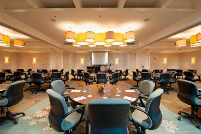 DoubleTree by Hilton Hotel Chicago - North Shore Conference Center - Laterooms