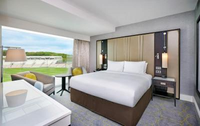 Hilton at the Ageas Bowl, Southampton - Laterooms