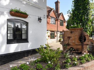 The Village Inn - Laterooms