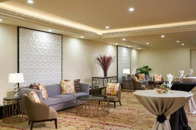 Orchard Parade Hotel by Far East Hospitality - Laterooms