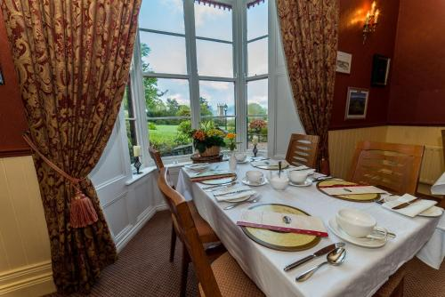 A restaurant or other place to eat at Killeen House Hotel