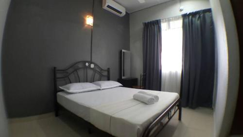 A bed or beds in a room at Hana Guesthouse