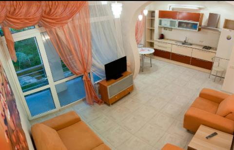 Гостиная зона в 1 Bedroom Apartment on Uchitelskaya