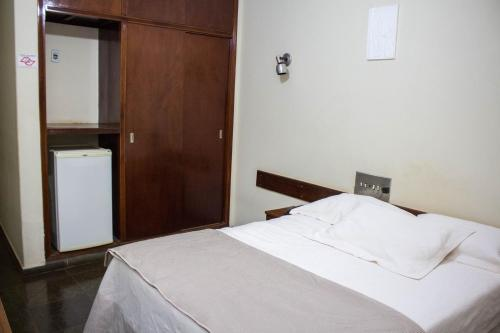 A bed or beds in a room at Mauad Plaza Hotel
