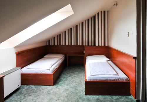 A bed or beds in a room at Europa Hotel És Étterem