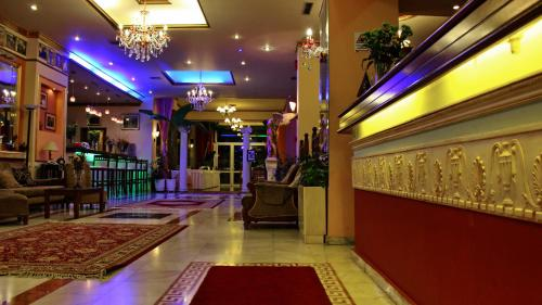 Ο χώρος του λόμπι ή της ρεσεψιόν στο Hotel Kosta Famissi