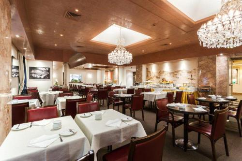 A restaurant or other place to eat at Hotel Accademia