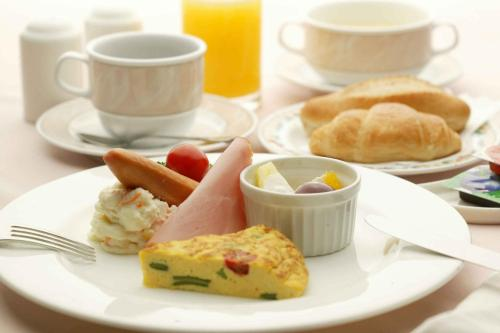 Breakfast options available to guests at Hotel Montagne Matsumoto