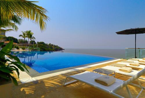 The swimming pool at or near Sheraton Grand Conakry