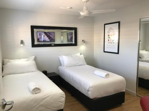 A bed or beds in a room at Jesmond Executive Villas