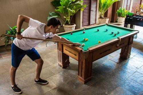 A pool table at Mauad Plaza Hotel