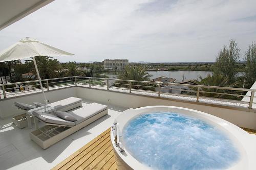 Het zwembad bij of vlak bij Hotel Rei Del Mediterrani Palace